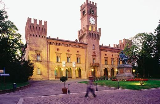 Stock Photo: 1566-049491 Rocca Pallavicino. Piazza Giuseppe Verdi. Busseto. Italy