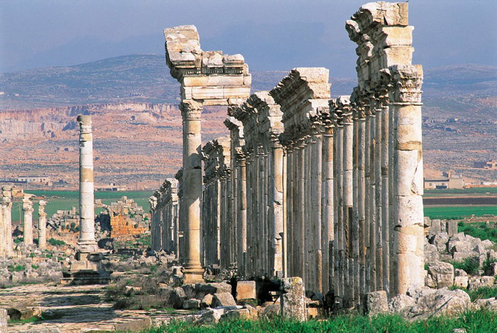 Stock Photo: 1566-051869 Corinthian columns. Roman city ruins. Apamee. Syria