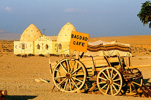 Bagdad Cafe, Bedouins camp open to visitors on the road to Baghdad. West desert, Syria : Stock Photo