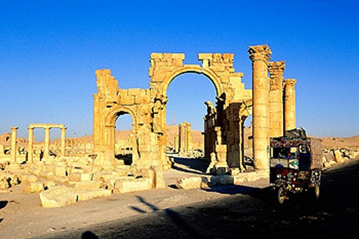 Stock Photo: 1566-053026 Gate of Roman ´cardo´, ruins of old Greco-roman city of Palmira. Syria