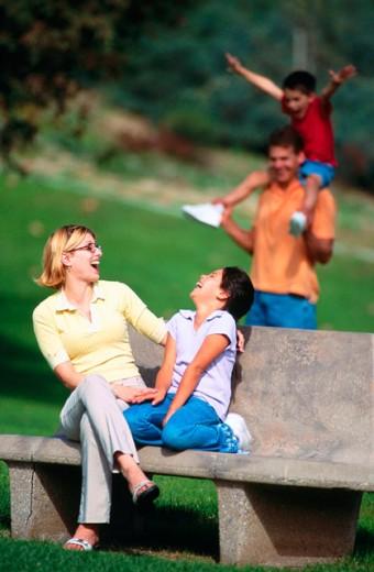 Family enjoys a day outdoors : Stock Photo