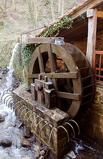Waterwheel. Salinas de Leniz, Leintz Gatzaga. Guipúzcoa. Spain : Stock Photo