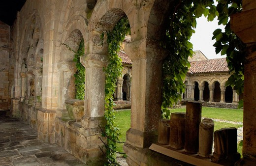 Cloister of Romanesque collegiate church. Santillana del Mar. Cantabria, Spain : Stock Photo