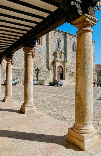 Plaza del Trigo and parish church of San Juan. Atienza. Guadalajara province, Spain : Stock Photo