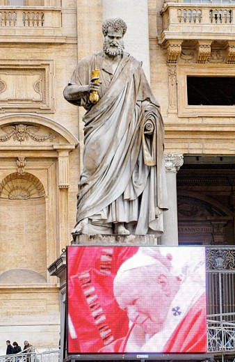 Stock Photo: 1566-063138 Image of Pope John Paul II under big statue at St. Peter´s Square. Vatican City, Rome. Italy