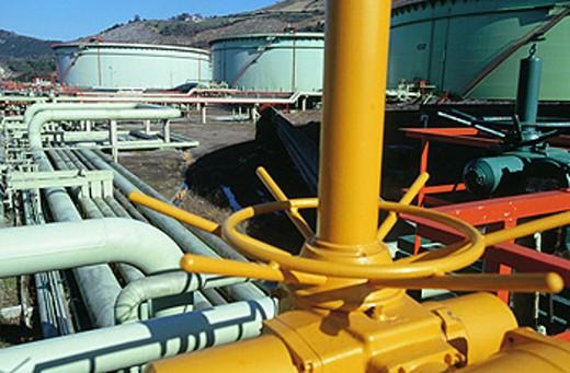 Stock Photo: 1566-063562 Oil refinery plant