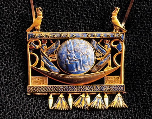 Pectoral with boat with Hathor and ´Ma´at´. Egyptian Museum. Egypt : Stock Photo