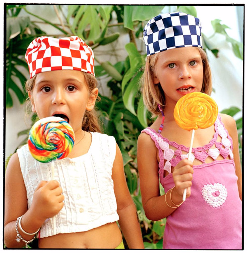 Stock Photo: 1566-066850 Girls eating lollipops