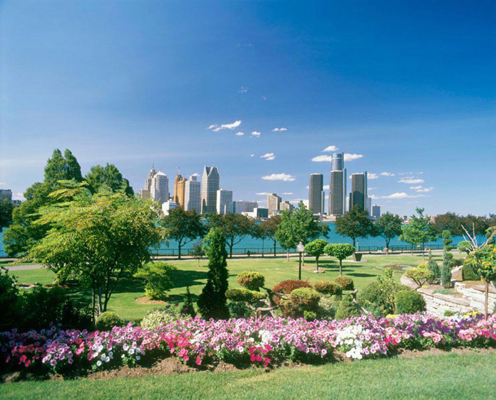 Stock Photo: 1566-068855 Skyline of Detroit (Michigan, USA) from Dieppe Gardens. Windsor. Ontario, Canada