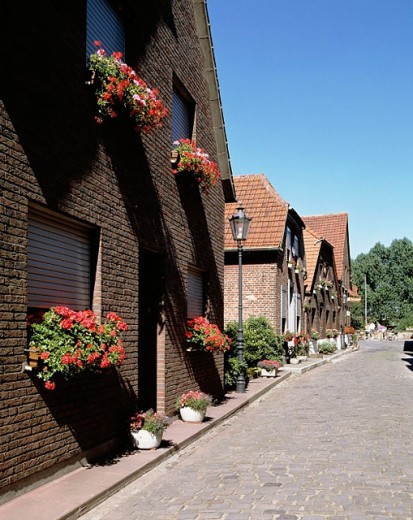 Stock Photo: 1566-071413 Germany, Huenxe-Krudenburg, village road, brick buildings