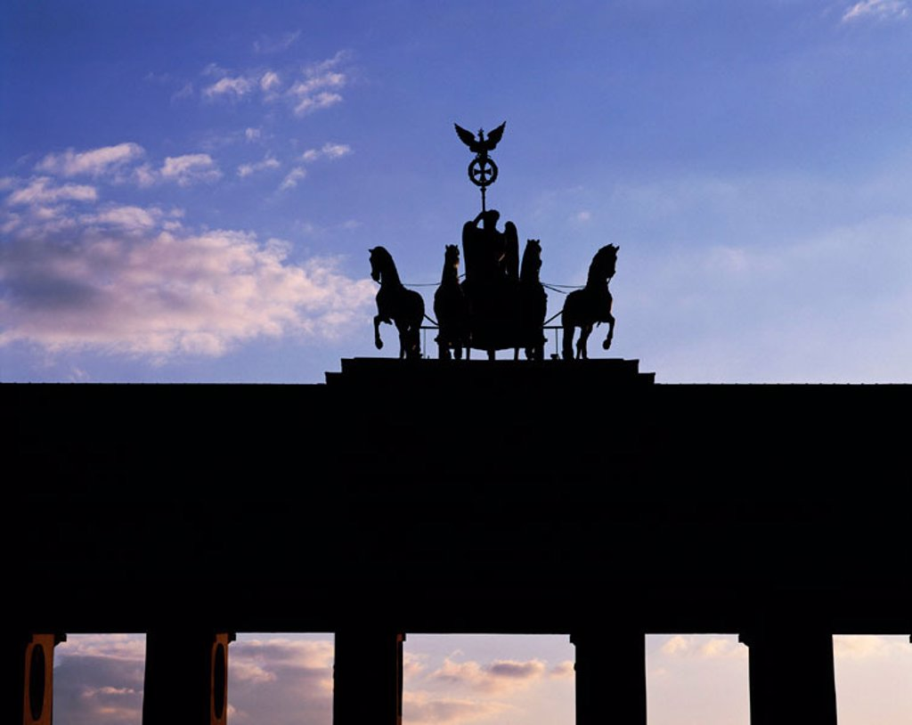 Stock Photo: 1566-071525 D-Berlin, Quadriga, Brandenburger Tor, Silhouette D-Berlin, Quadriga, Brandenburg Gate, silhouette