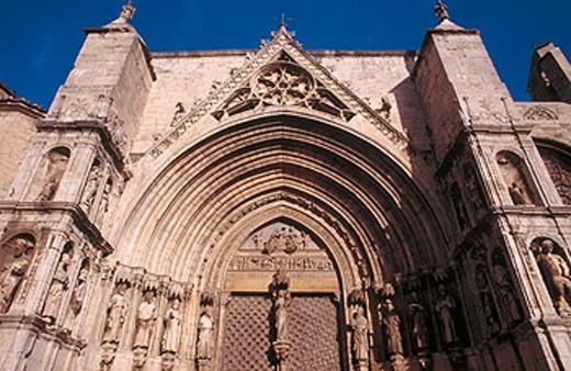 Puerta de los Apóstoles (14th century) in church of Santa Maria. Morella. Castellon province. Spain : Stock Photo