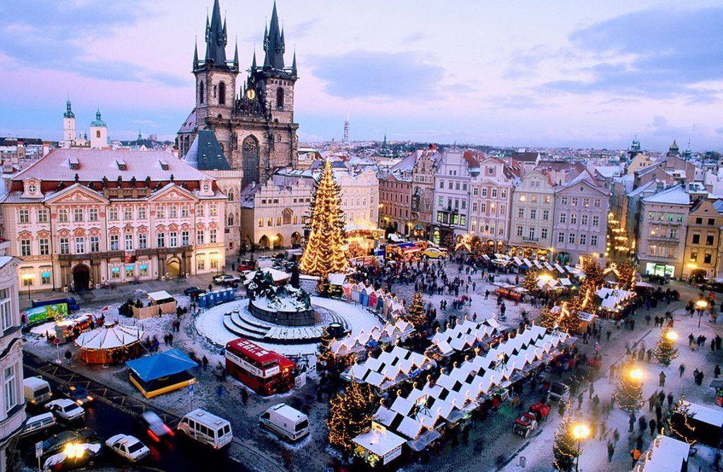 Stock Photo: 1566-084865 Christmas market. Old Town Square. Pregue. Czech Republic