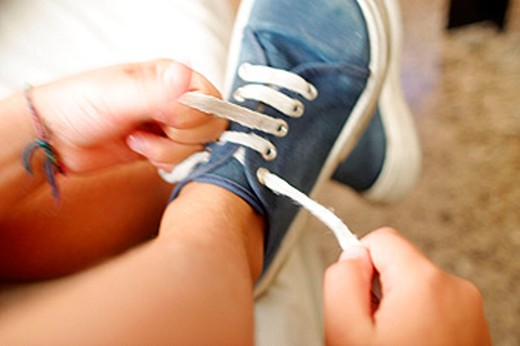 Stock Photo: 1566-088556 Tying shoelaces
