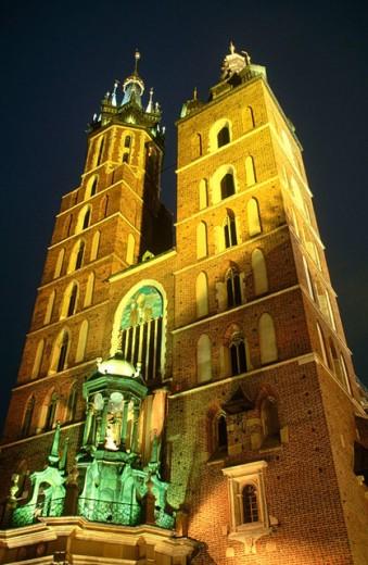 Kosciol Mariacki (St. Mary´s Church, B.1220). Rynek Glowny. Krakow. Poland : Stock Photo