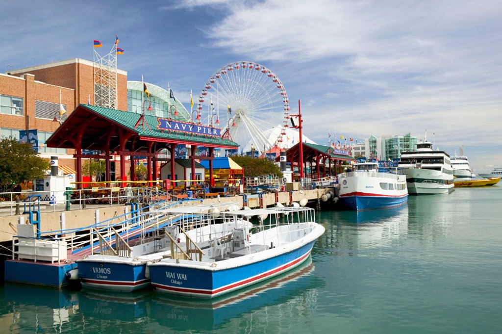 Stock Photo: 1566-091519 Navy Pier & Chicago tour boats. Illinois. Chicago, USA