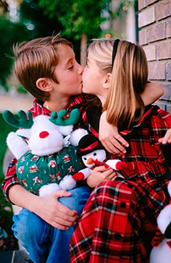 Stock Photo: 1566-096459 Brother and sister kissing