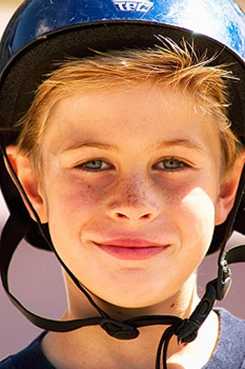 Stock Photo: 1566-097251 boy with bike helmet