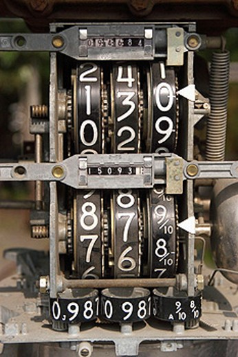 Stock Photo: 1566-098177 old gasoling price guage