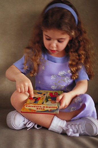 Stock Photo: 1566-099560 Little girl with book