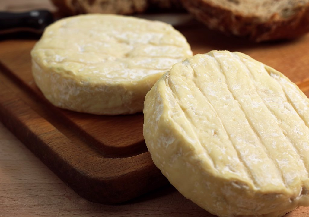 Stock Photo: 1566-1001379 French Cheese Called Saint Marcelin, Cheese produced from Cow´s Milk