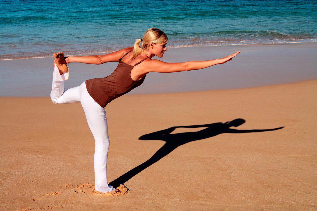 Stock Photo: 1566-1002035 Woman performs yoga at Makena, Maui, Hawaii