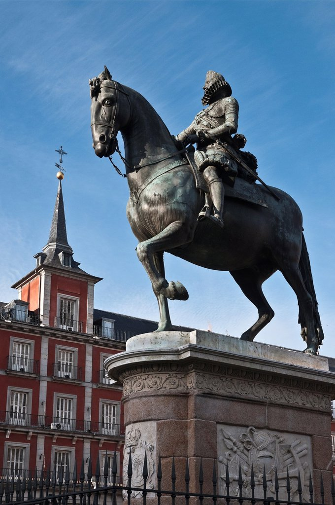 Stock Photo: 1566-1002795 Statue of Philip III with the Casa de la Panaderia in the background in the Plaza Mayor, central Madrid, Spain