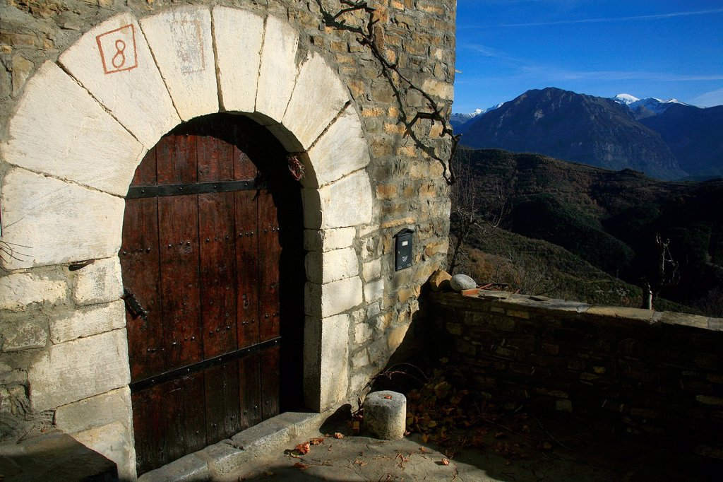 Stock Photo: 1566-1003413 Housing door Bestué  National Park Ordesa
