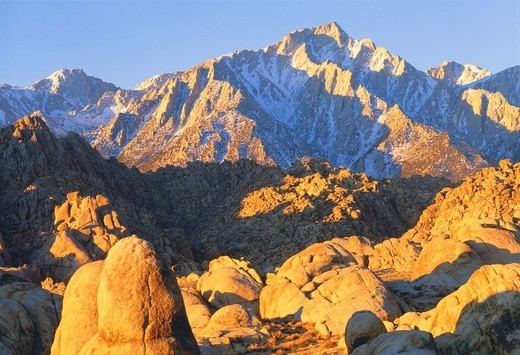 Lone Pine Peak and the Sierra Nevada Mountains, seen from the Alabama Hills, at sunrise Eastern Sierra Nevada, California : Stock Photo