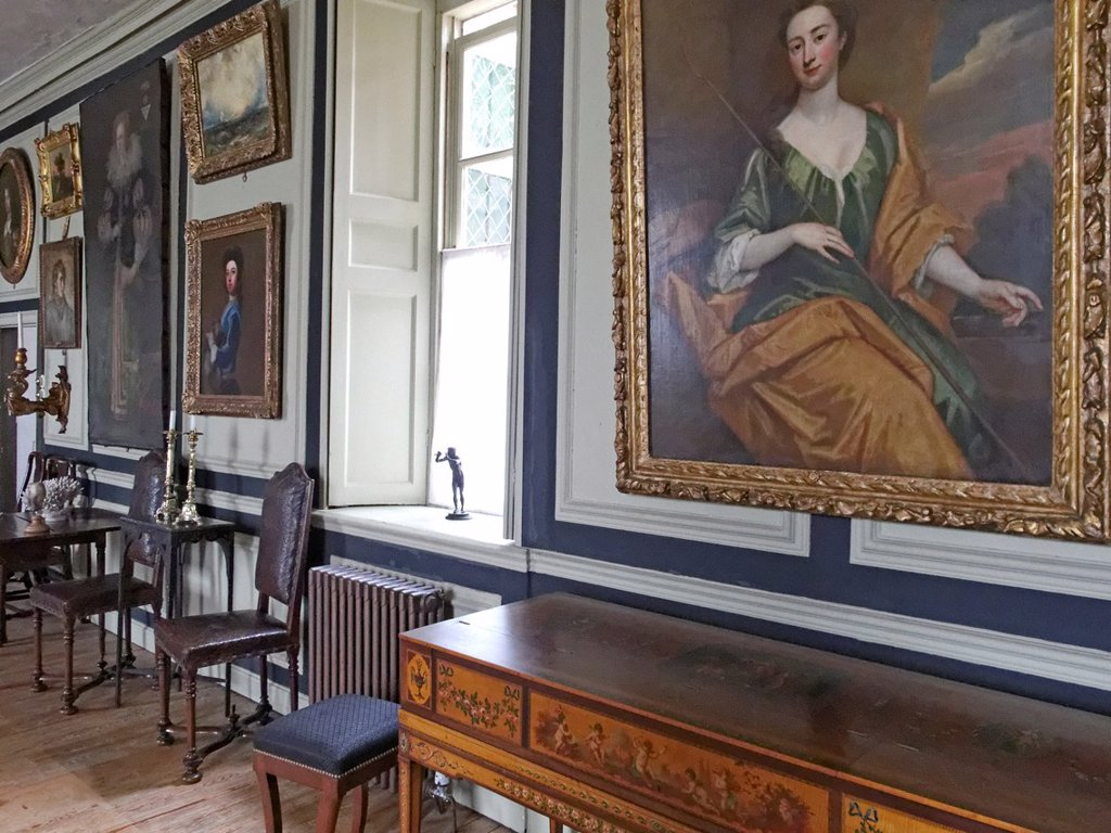 The Great Hall. Restoration House in Rochester is a fine example of an Elizabethan mansion It is so named after the visit of King Charles II on the eve of his restoration The novelist Charles Dickens, who lived nearby, used Restoration House as a model fo. The Great Hall. Restoration House in Rochester is a fine example of an Elizabethan mansion It is so named after the visit of King Charles II on the eve of his restoration The novelist Charles Dickens, who lived nearby, used Restoration House a : Stock Photo