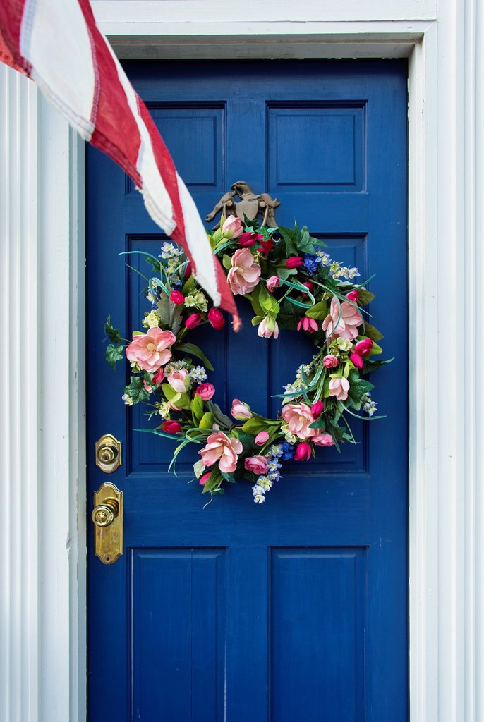 Stock Photo: 1566-1005401 Flower wreath on door with American flag, Lewes, Delaware, USA