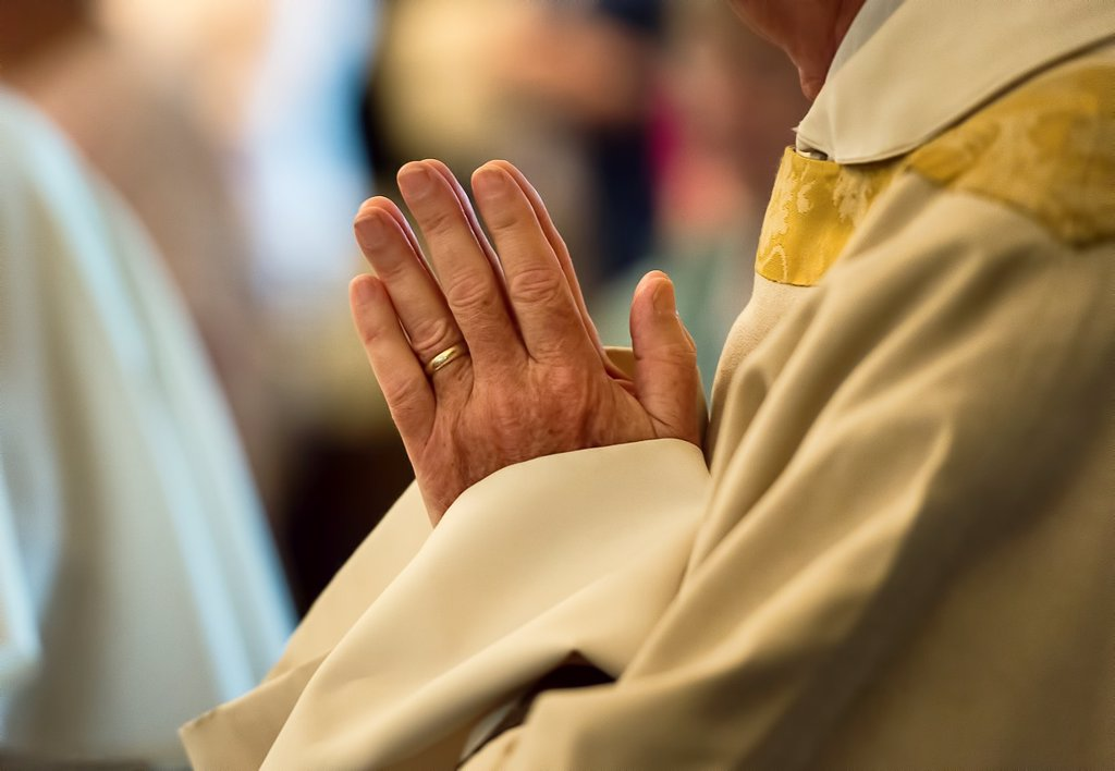 Stock Photo: 1566-1006141 Praying hands of a priest