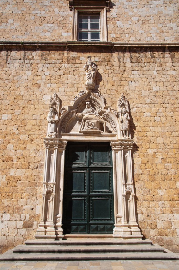 south door of Franciscan Friary Franjevacki Samostan 1499 along Stradun main street Grad the old town Dubrovnik city Dalmatia Croatia Europe : Stock Photo