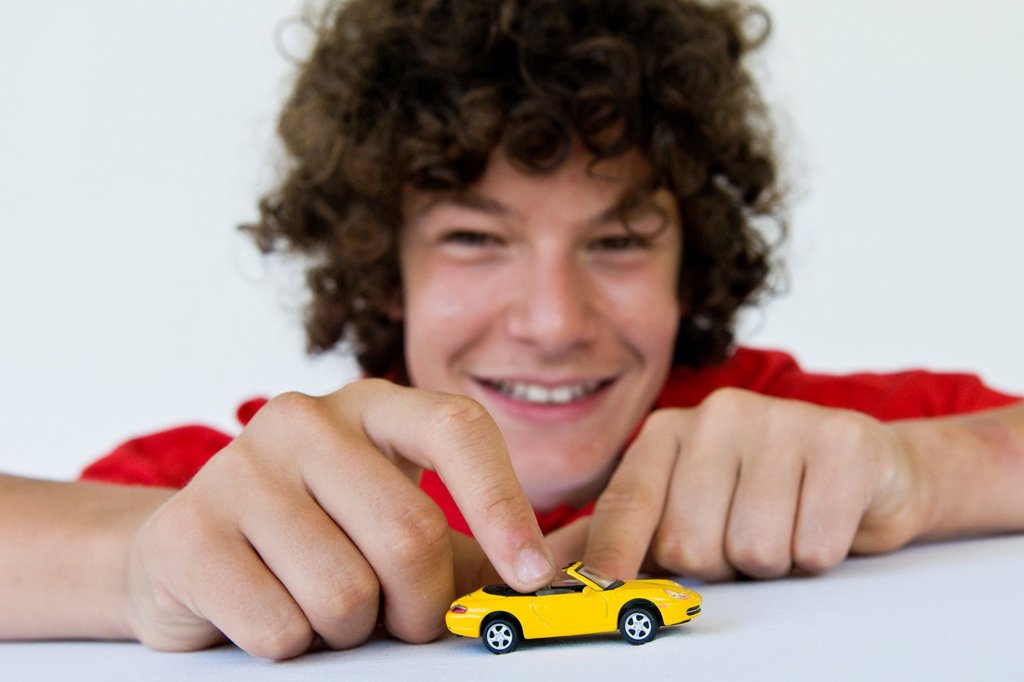Stock Photo: 1566-1006916 Boy playing with model cars