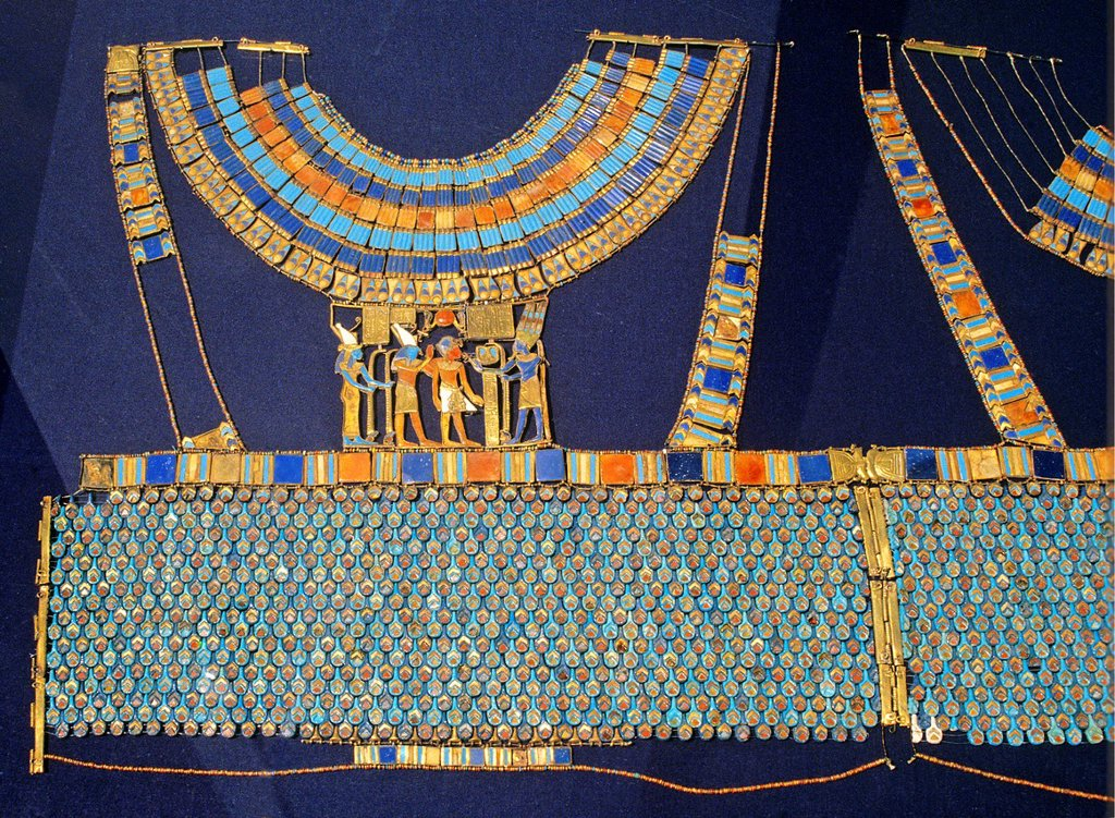 Pectoral  The god Amun-Re receives the pharaoh  Tutankhamun´s treasure  Museum of Egyptian Antiquities  Cairo  Egypt : Stock Photo