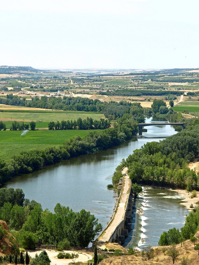 Aerial view of the river Duero from Toro, Zamora province, Castilla-Leon, Spain : Stock Photo