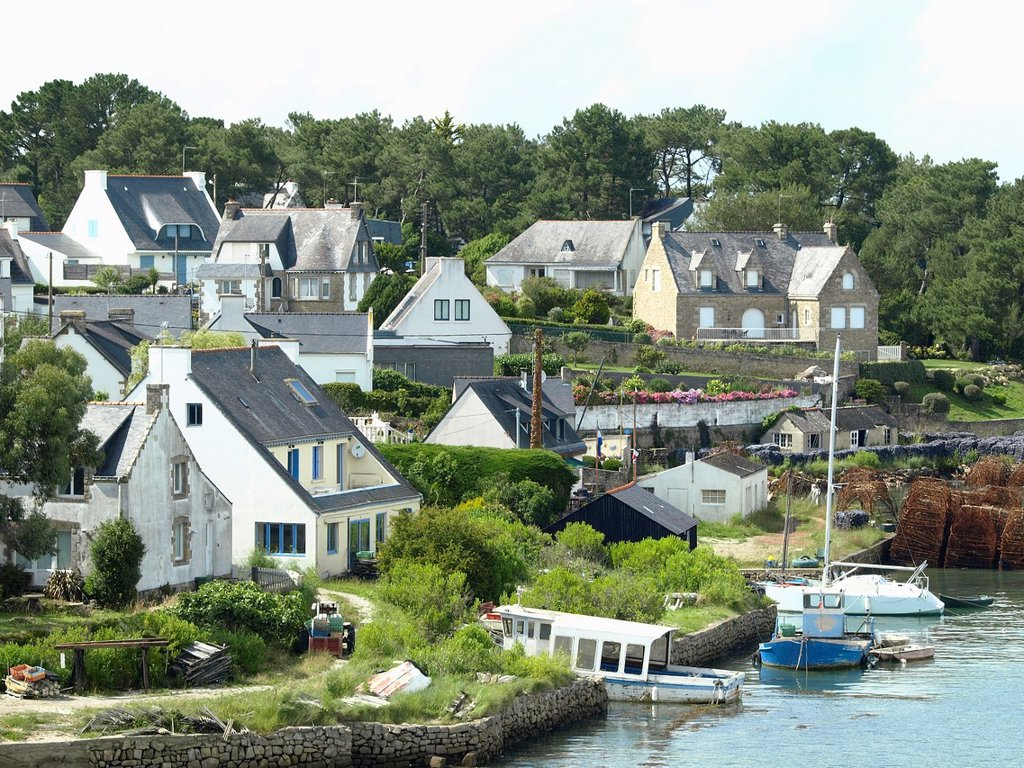 La trinite sur Mer, tipical small village of brittany close to the sea : Stock Photo