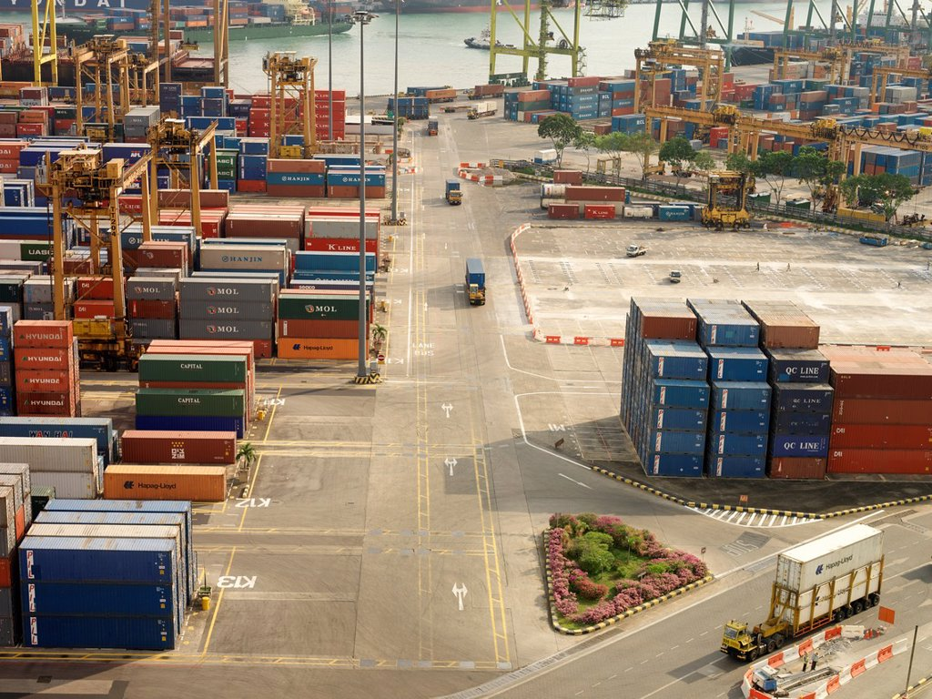 PSA Singapore Terminals is the world's largest container transhipment hub, handling about one-fifth of the world´s total container transhipment throughput : Stock Photo