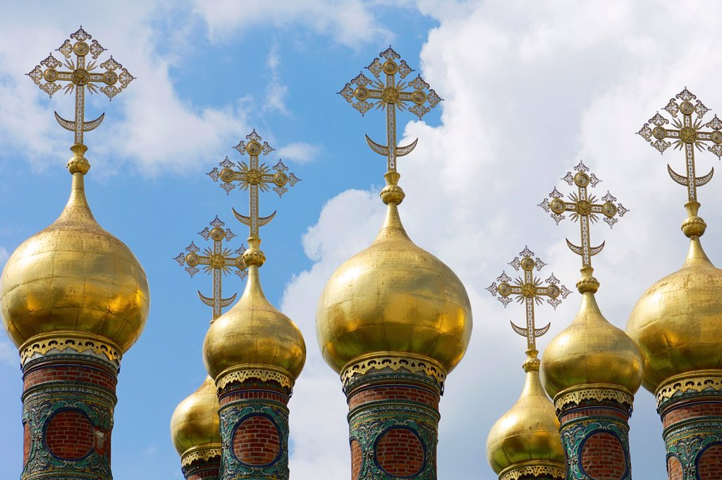 Stock Photo: 1566-1012907 forefront of the domes of The Church of the Deposition of the Robe, Kremlin, Moscow, Russia