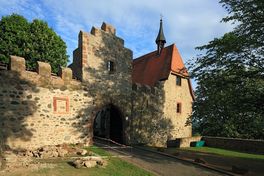 Stock Photo: 1566-1014018 D-Reichelsheim Odenwald, Odenwald, Geo nature reserve Bergstrasse-Odenwald, Hesse, castle Reichenberg, castle gate, Michael chapel, Gothic