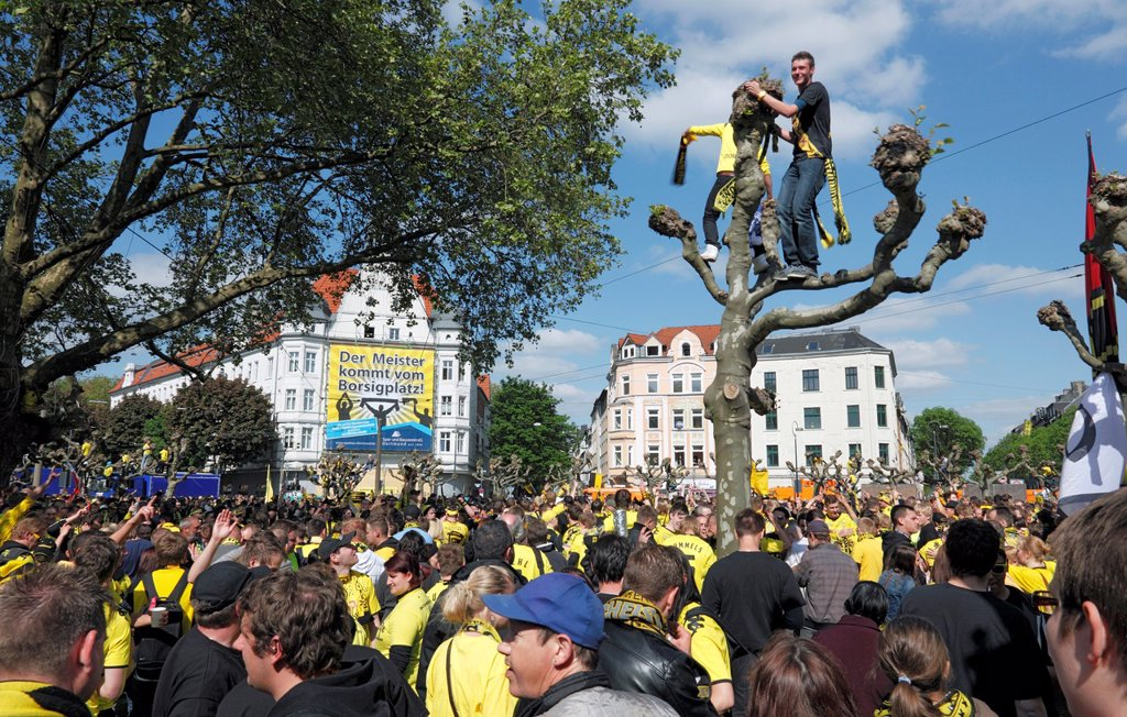 Stock Photo: 1566-1014028 sports, football, Bundesliga, DFB Cup, 2011/2012, Borussia Dortmund won the German football league championship and became German cup winner, double, master celebrations on the Borsigplatz in Dortmund, Borsig Square, football fans celebrating and cheering