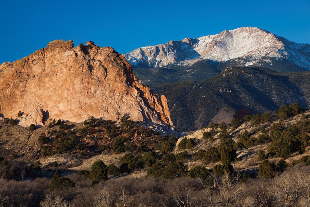 USA, Colorado, Colorado Springs, Garden of the Gods with view of Pikes Peak, dawn : Stock Photo