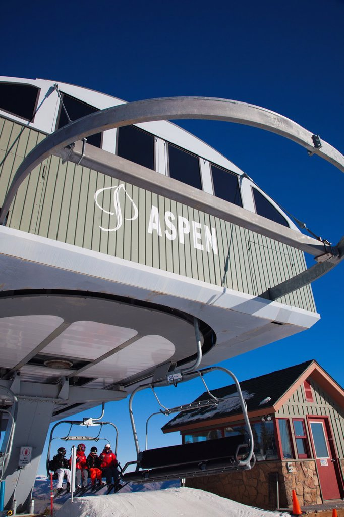 USA, Colorado, Aspen, Aspen Mountain Ski Area, ski lift : Stock Photo