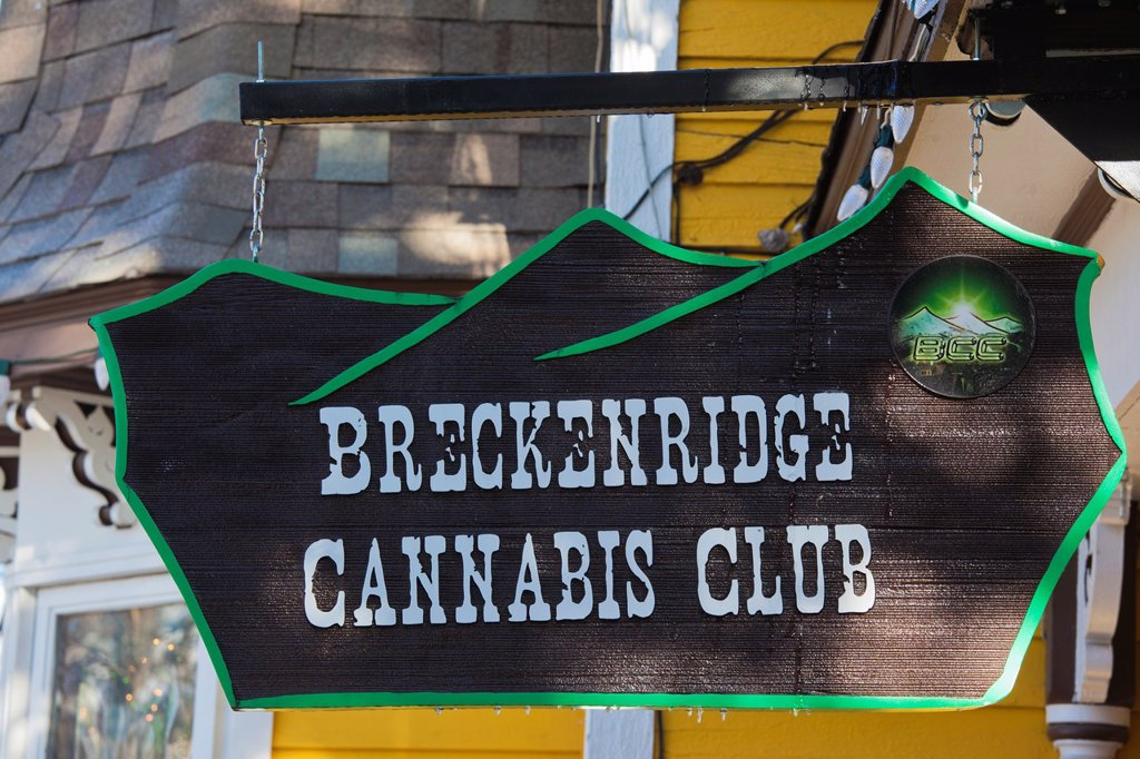 USA, Colorado, Breckenridge, sign for the Breckenridge Cannabis Club, sellers of medicinal marijuana, legal in Colorado : Stock Photo