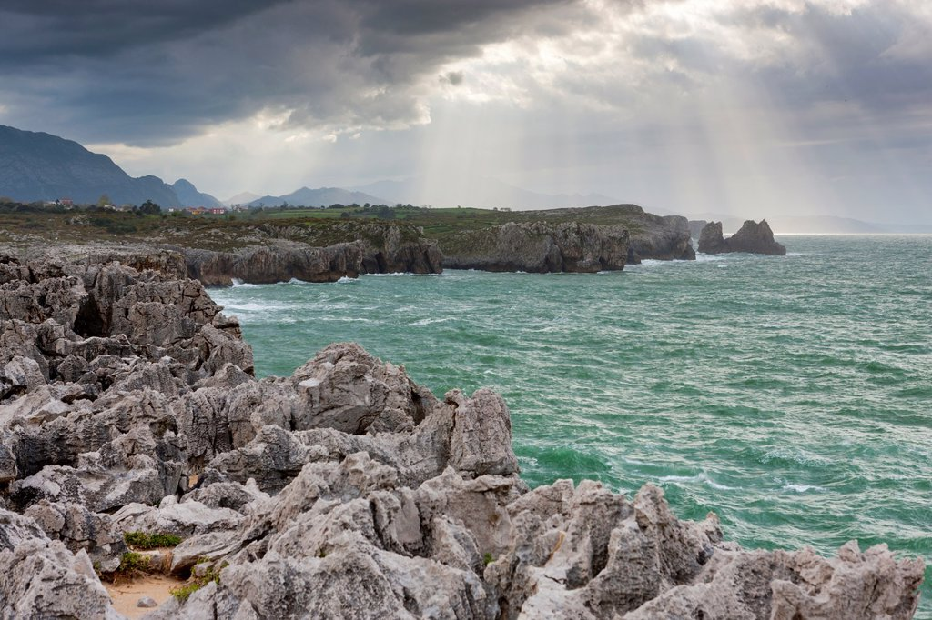 Stock Photo: 1566-1017456 Limestone cliffs, Llames de Pría, Llanes, Asturias,