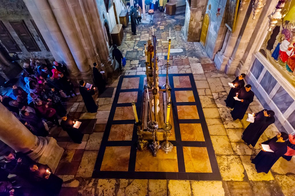 Stock Photo: 1566-1017737 An Armenian Orthodox mass, Church of the Holy Sepulchre site of the last five stations of the Cross and venerated as the place where Jesus was crucified and buried, the Christian Quarter, Old City, Jerusalem, Israel
