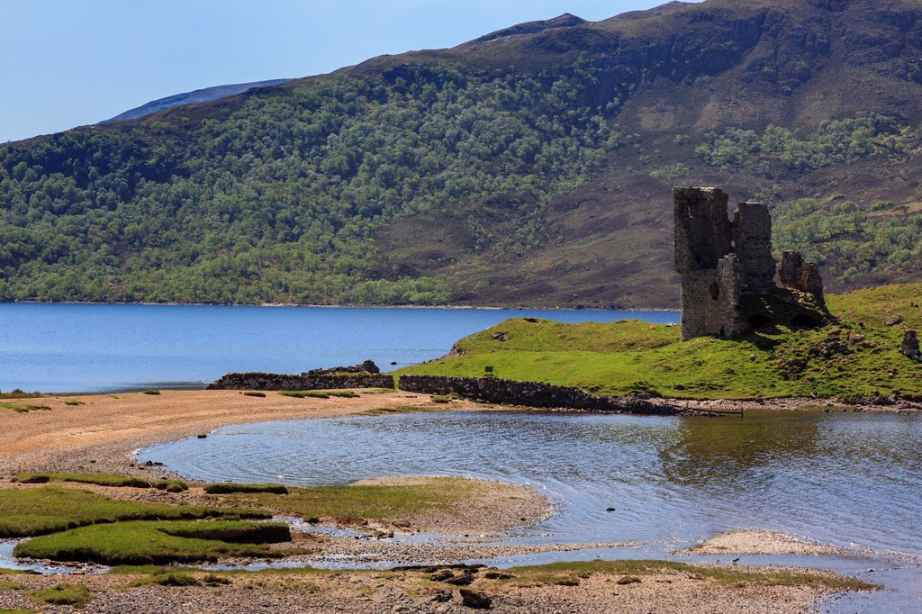 Inchnadamph, Sutherland, Highland Region, Scotland, UK, Britain, Europe  Ardvreck castle ruins on the shore of Loch Assynt in Scottish highlands : Stock Photo