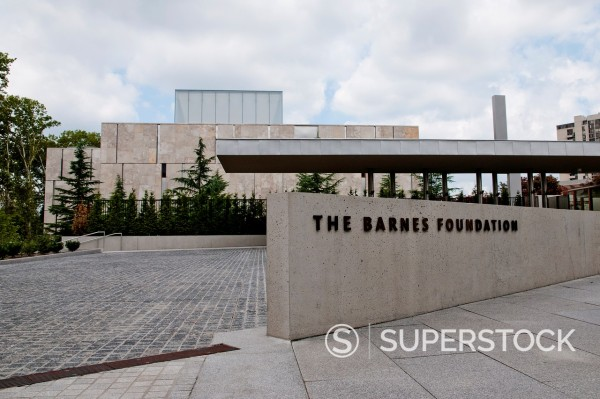 Main entrance to new building of famous Barnes Foundation Museum, Philadelphia, Pennsylvania, USA : Stock Photo