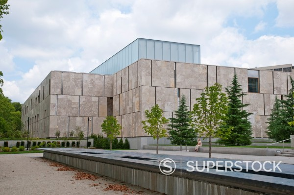 A view of the new Barnes Foundation Museum on the Benjamin Franklin Parkway in downtown Philadelphia, Pennsylvania, USA : Stock Photo
