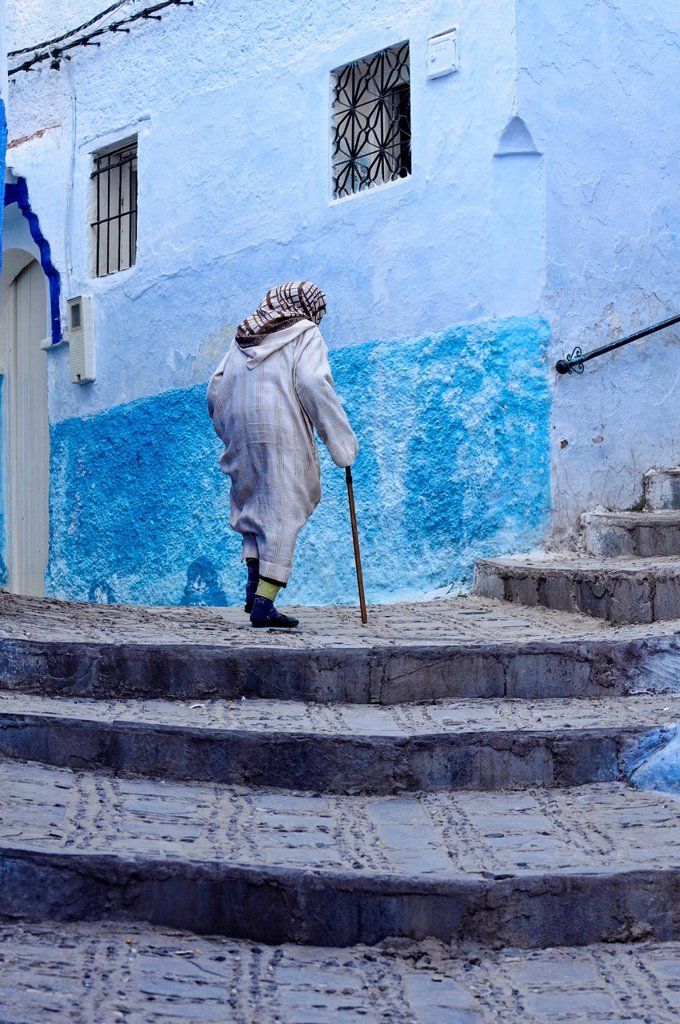 Stock Photo: 1566-1021402 street scene in the atmospheric blue town of Chefchaouen, Morocco